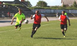Відбувся перший матч 5 туру чемпіонату області з футболу серед команд Прем'єр-ліги.